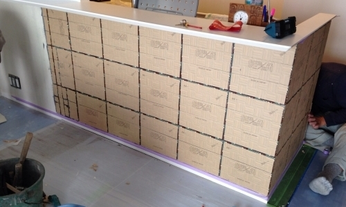 タイルの施工と壁紙張替でお部屋を変える